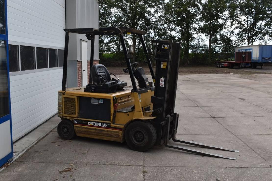 vorkheftruck Caterpillar Heftruck EP25 Duplo 2500 KG 2000