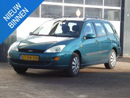 stationwagen Ford Focus Wagon 1.6-16V Ghia AIRCO/ ELEK-RAMEN/ TREKHAAK/ ETC.. 1999