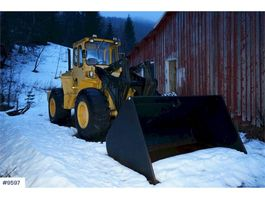 wiellader Volvo LM 1240 Wheel loader with 2 buckets and pallet for 1978