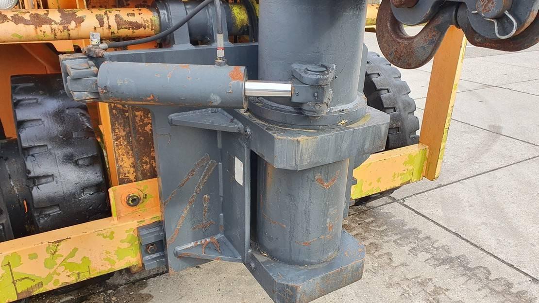 vorkheftruck Clark 15 ton 3228 hours