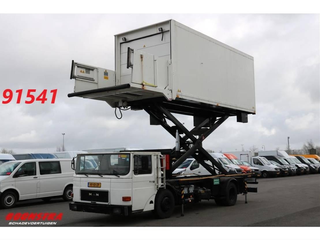 autohoogwerker vrachtwagen MAN 14.192u Aircraft Catering Loader Flugzeug Beladung . 1989