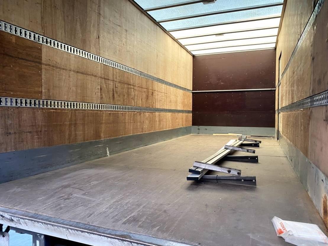 Opbouw vrachtwagen onderdeel Dhollandia laadklep met meubelbak op chassis 865mm 2008