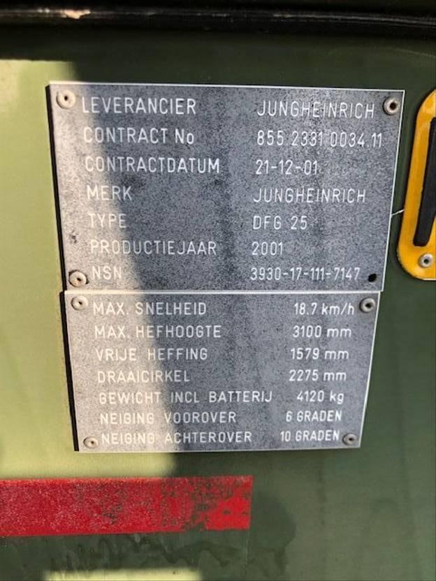 vorkheftruck Jungheinrich DFG 25 1200 Hours!  EX ARMY 2001