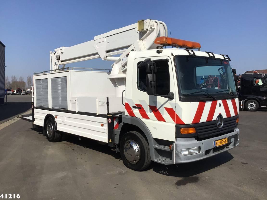 autohoogwerker vrachtwagen Mercedes-Benz Atego 1217 Custers 26 meter hoogwerker 1999