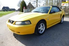 cabriolet auto Ford Mustang USA 3.8 V6 Convertible 2003