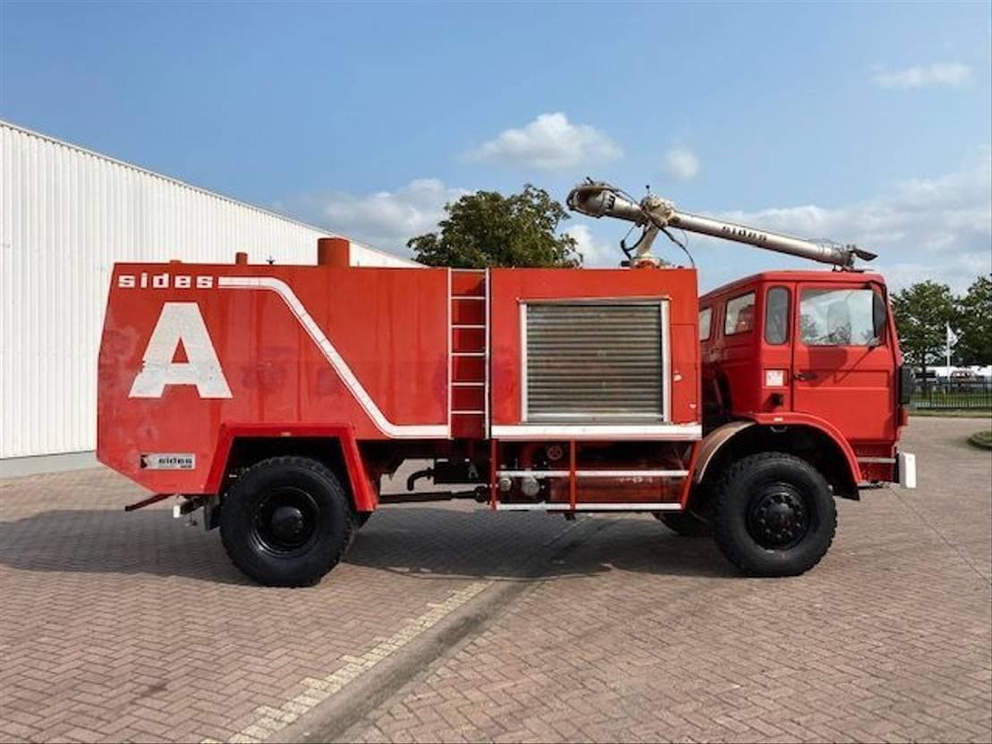 brandweerwagen vrachtwagen Renault Sides Fire Truck 4x4 1983