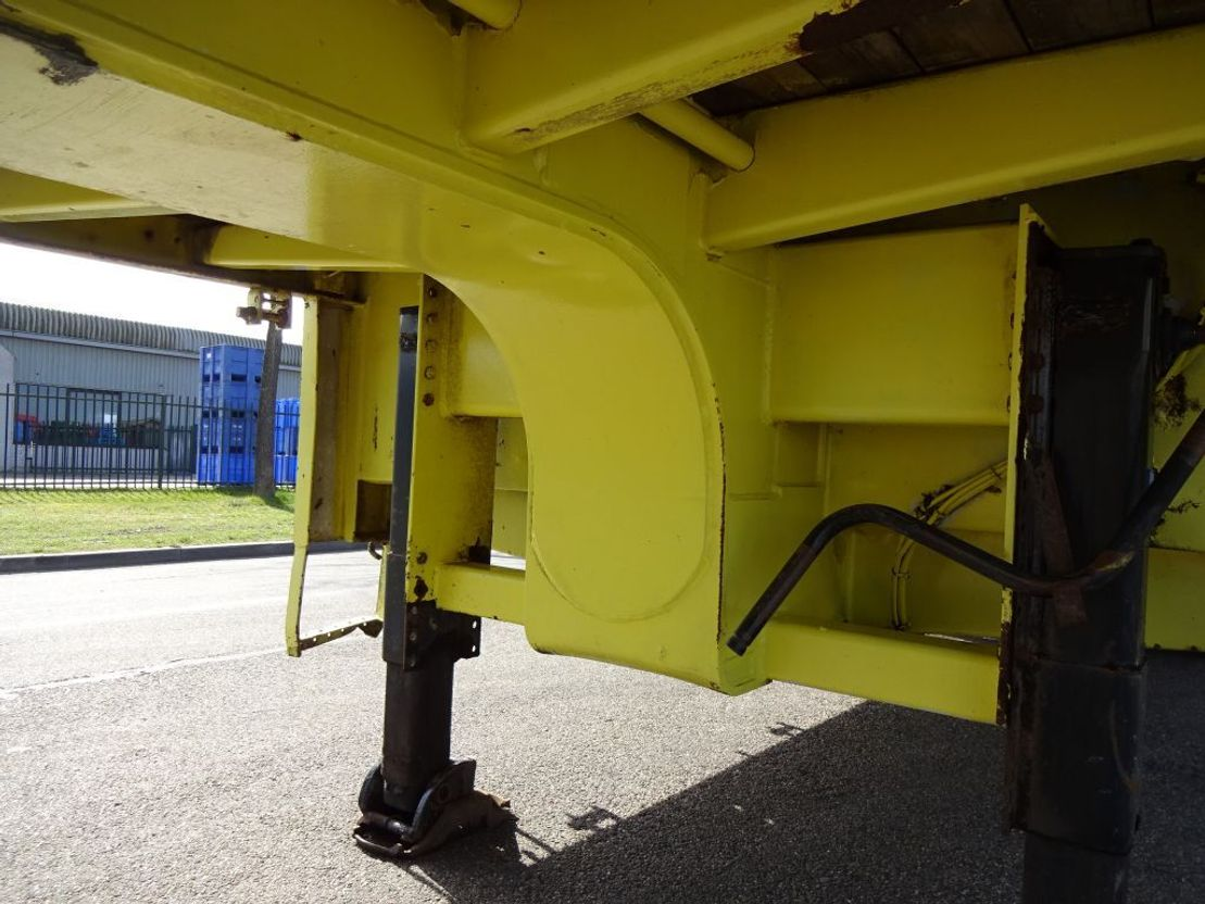 semi dieplader oplegger Broshuis 3 AXLE SEMI LOWLOADER - APK/TUV t/m 11/2021 1994
