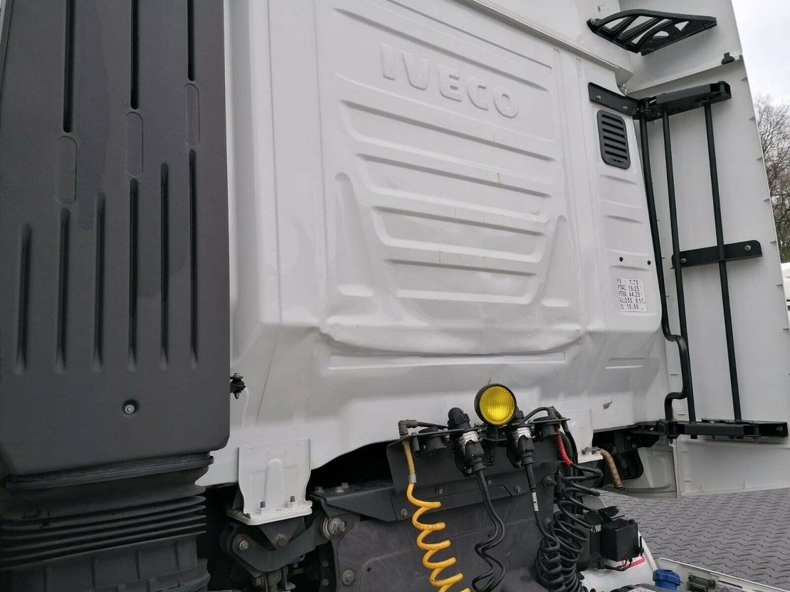 standaard trekker Iveco AS440S46 Hi-Way-Intarder-2 Tanks 2015