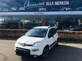 hatchback auto Fiat Panda Street 1.0 GSE 70 City life Hybrid incl. 5 pack seats flex 2 / 7 Inch to... 2021