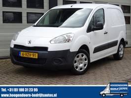 gesloten bestelwagen Peugeot Partner 1.6 e-HDI - 3 Zits - Airco - Trekhaak 2012
