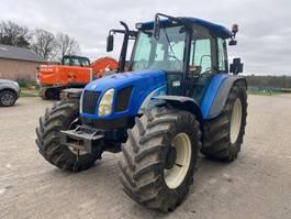 standaard tractor landbouw New Holland TL 90 A 2005