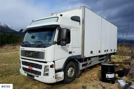 bakwagen vrachtwagen Volvo FM9-300 4x2 Box truck with side opening and lift. 2004