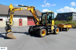 wielgraafmachine JCB 110W Hydradig wheeled excavator w/ trailer and rot 2016