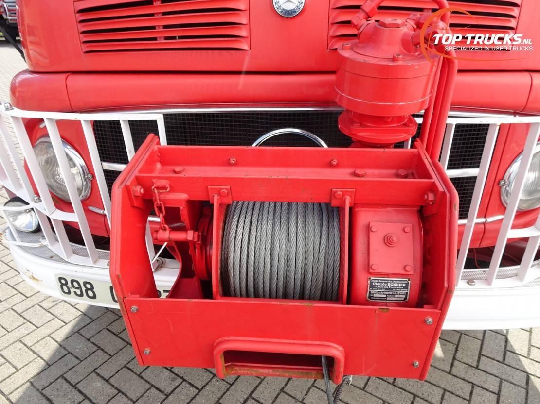 brandweerwagen vrachtwagen Mercedes-Benz 911 4x4 - Oldtimer, Feuerwehr, Fire brigade -3.000 ltr watertank - 3,5t... 1977