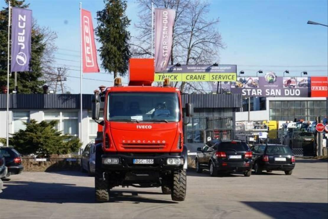 autohoogwerker vrachtwagen Iveco 100E18 4x4 PALFINGER BISON TKA 19 Arbeitsbühne L 2005