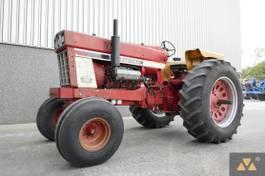 standaard tractor landbouw International 1468 1972