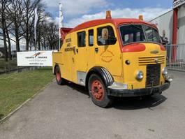 oldtimer vrachtwagen Commercial Commer Wrecker Afleep Berging 1952 Barnfinds and Restoration projects Dubbelcabine bergingsvoertuig 1952