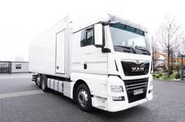 koelwagen vrachtwagen MAN TGX 26 XLX , E6 , 6X2 , 19 EPAL , side door , partition wall 2017