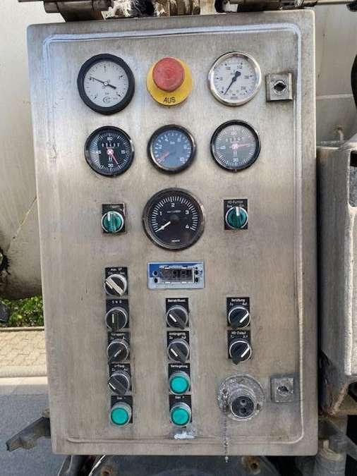Mercedes-Benz - 6X2 Lenk+Liftachse/ADR/14000 Liter 7