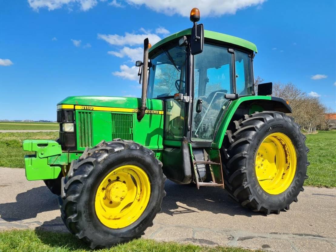 standaard tractor landbouw John Deere 6110