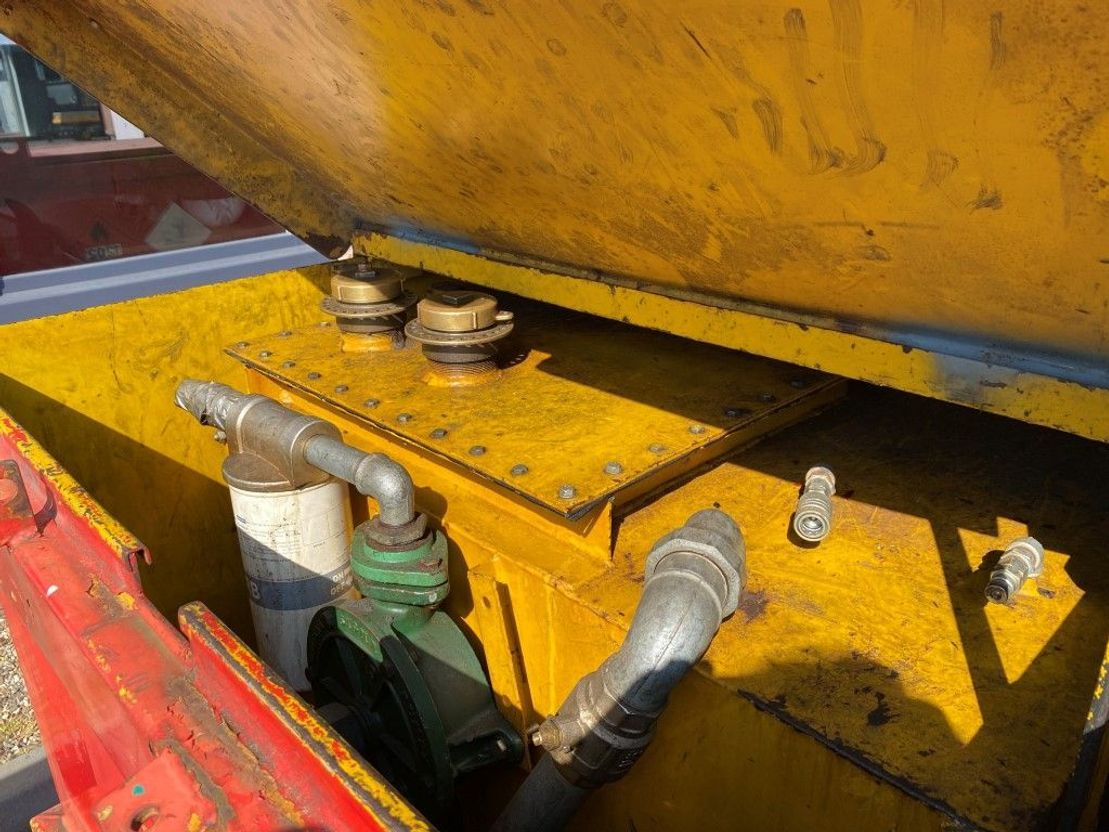 IBC-intermediate bulk container Kiwa IBC Lasaulec 3000 liter dieseltank 1998