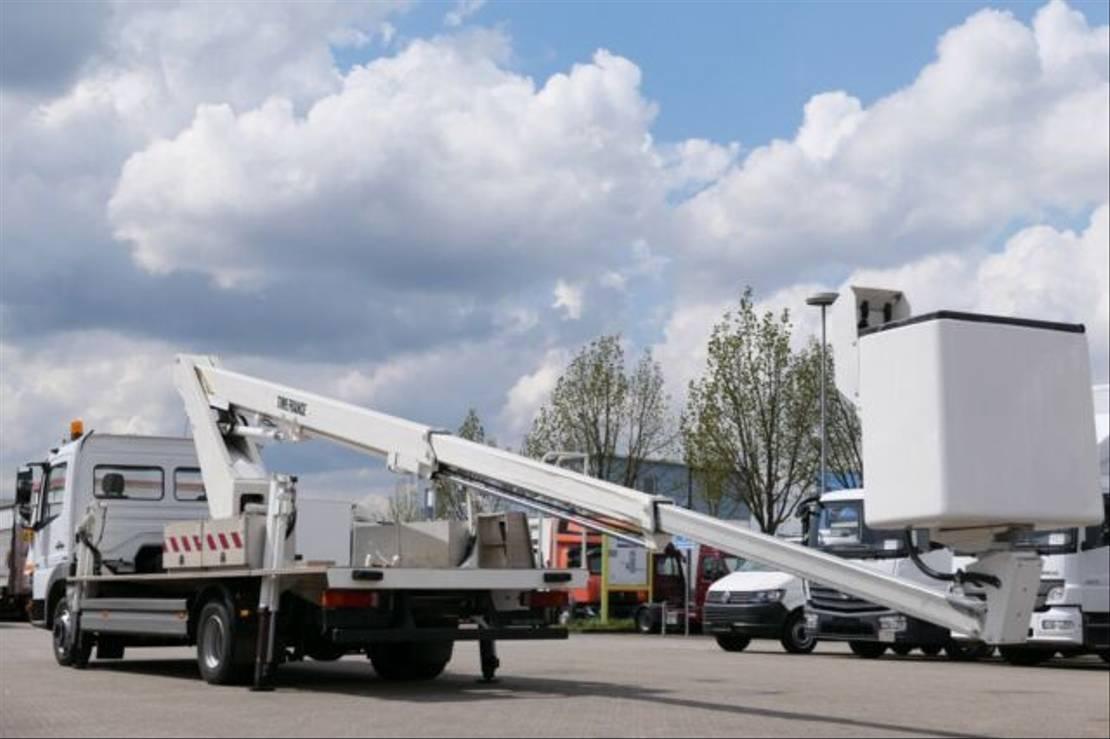 autohoogwerker vrachtwagen Mercedes-Benz Atego 818 Hubarbeitsbühne Versalift LT62NE E5 2007