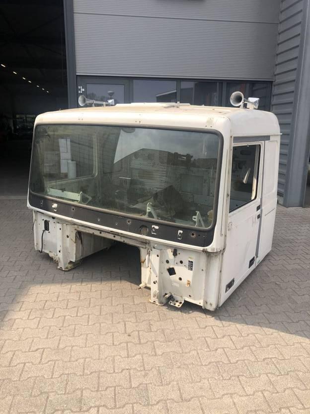 cabine - cabinedeel vrachtwagen onderdeel Volvo Cabin F10 / F12 1991