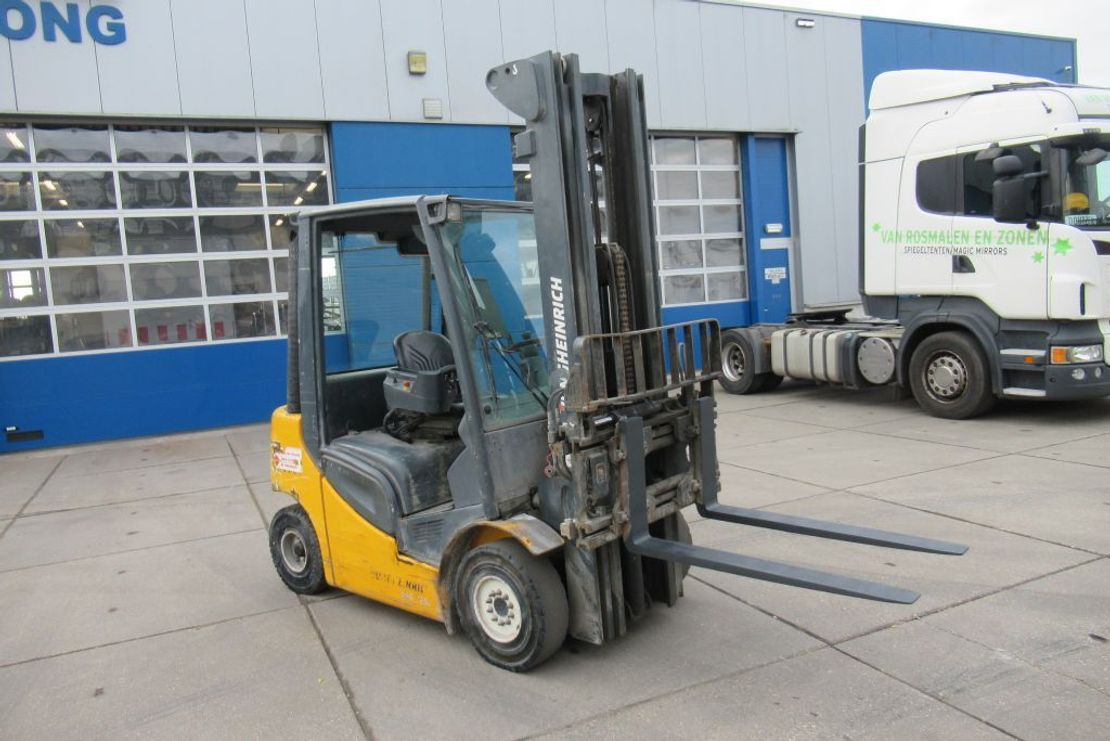 vorkheftruck Jungheinrich DFG 425S / 2,5 Ton / Diesel / Side-shift / fork positioner /Triplex 2013