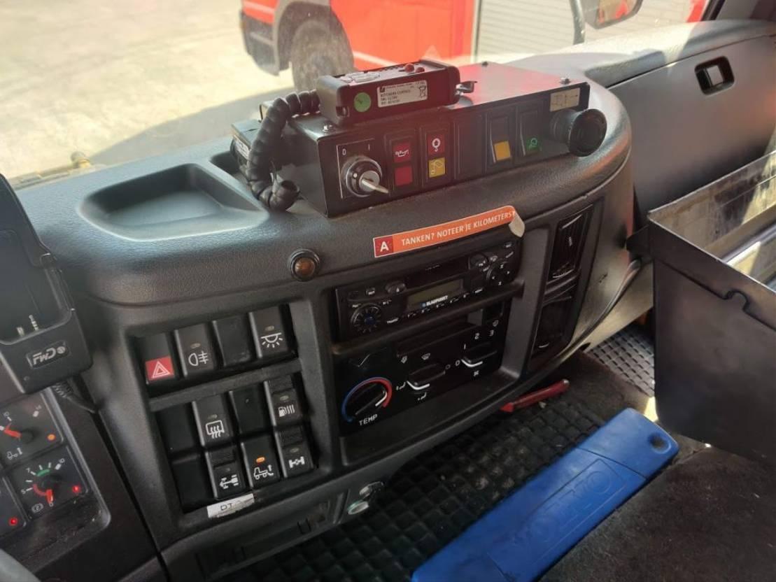 brandweerwagen vrachtwagen Volvo FL 6 220 + Geesink Waste collector / Müllwagen / Benne Ordures 2006