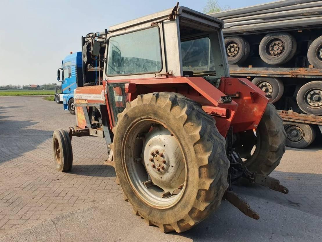 standaard tractor landbouw Massey Ferguson 592