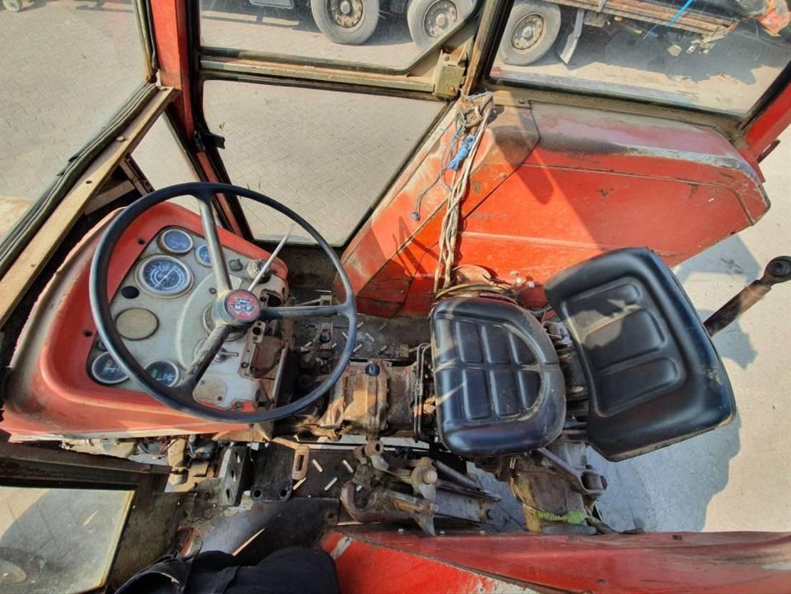 standaard tractor landbouw Massey Ferguson 168