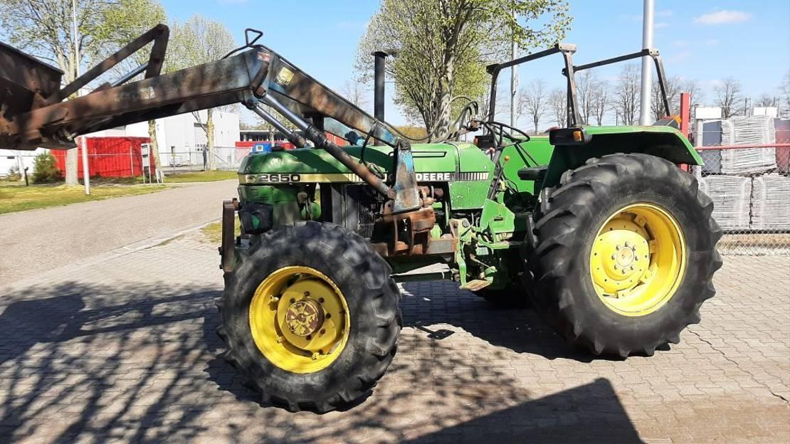 standaard tractor landbouw John Deere 2650 4WD met Frontlader 1990