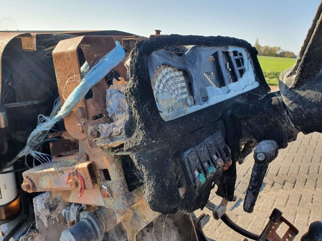 standaard tractor landbouw Massey Ferguson 375