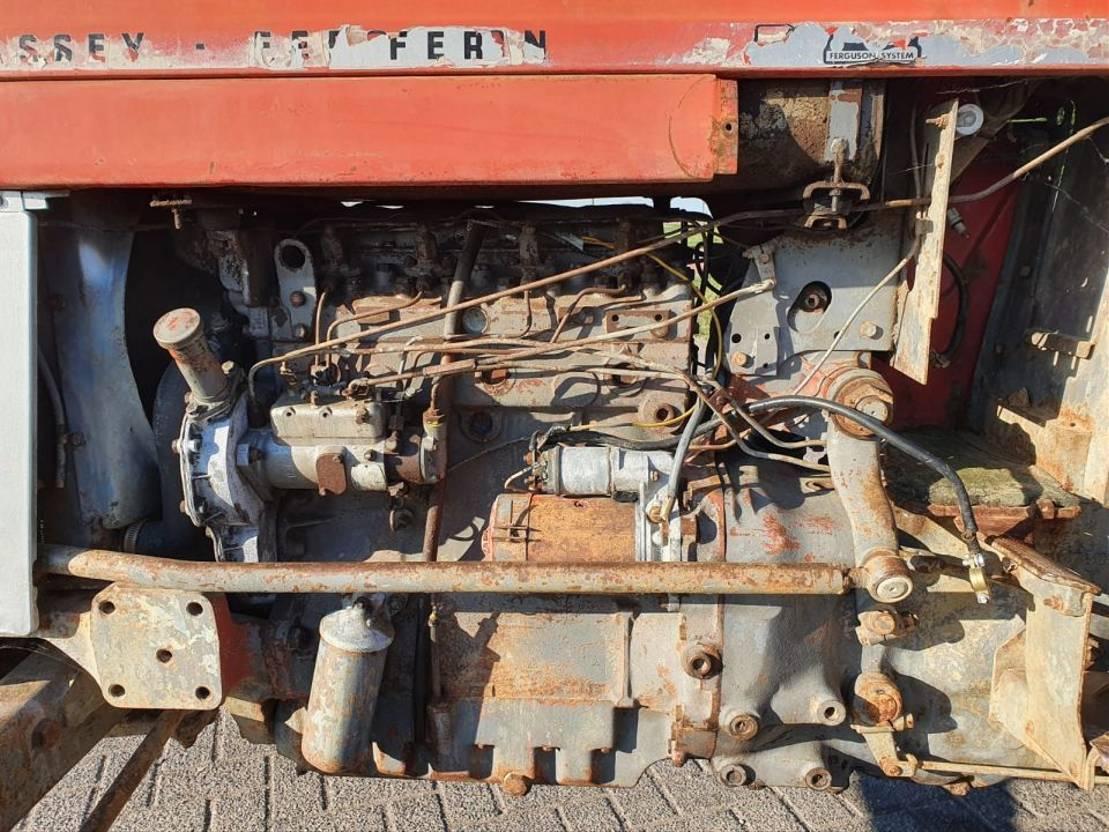 standaard tractor landbouw Massey Ferguson 185