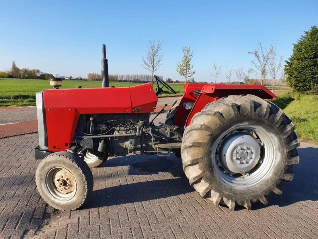 standaard tractor landbouw Massey Ferguson 275