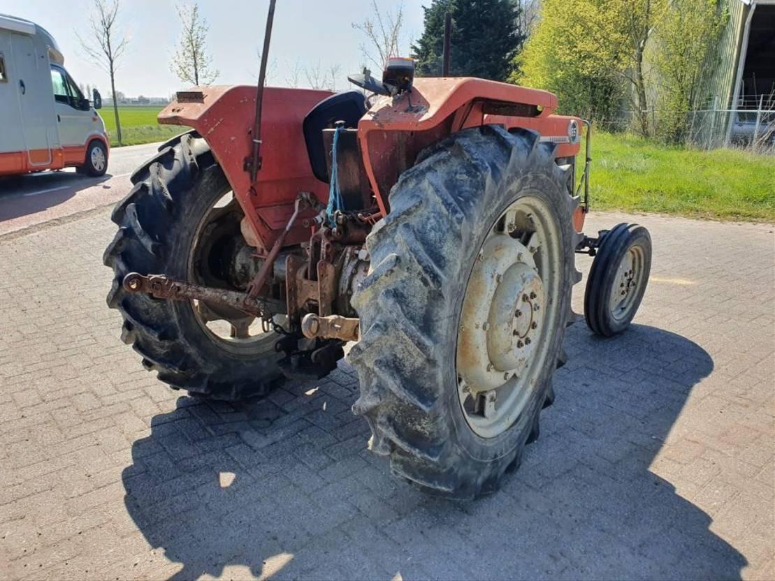 standaard tractor landbouw Massey Ferguson 165