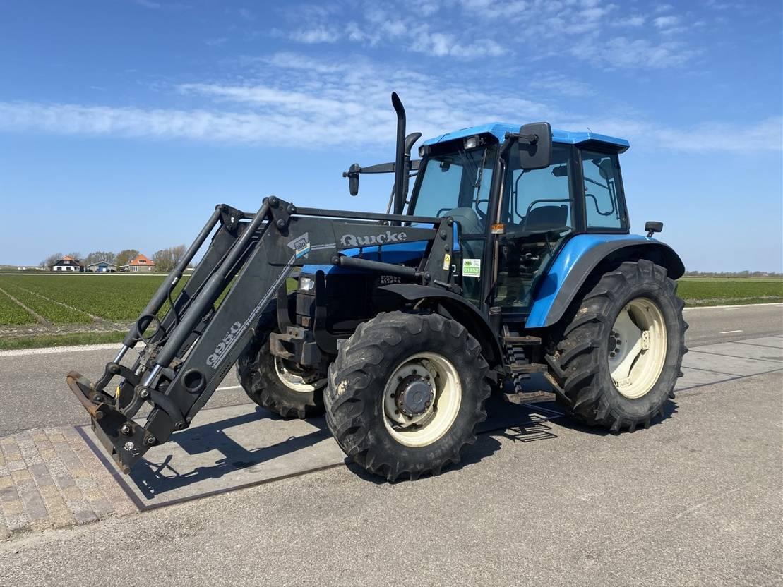 standaard tractor landbouw New Holland TS110