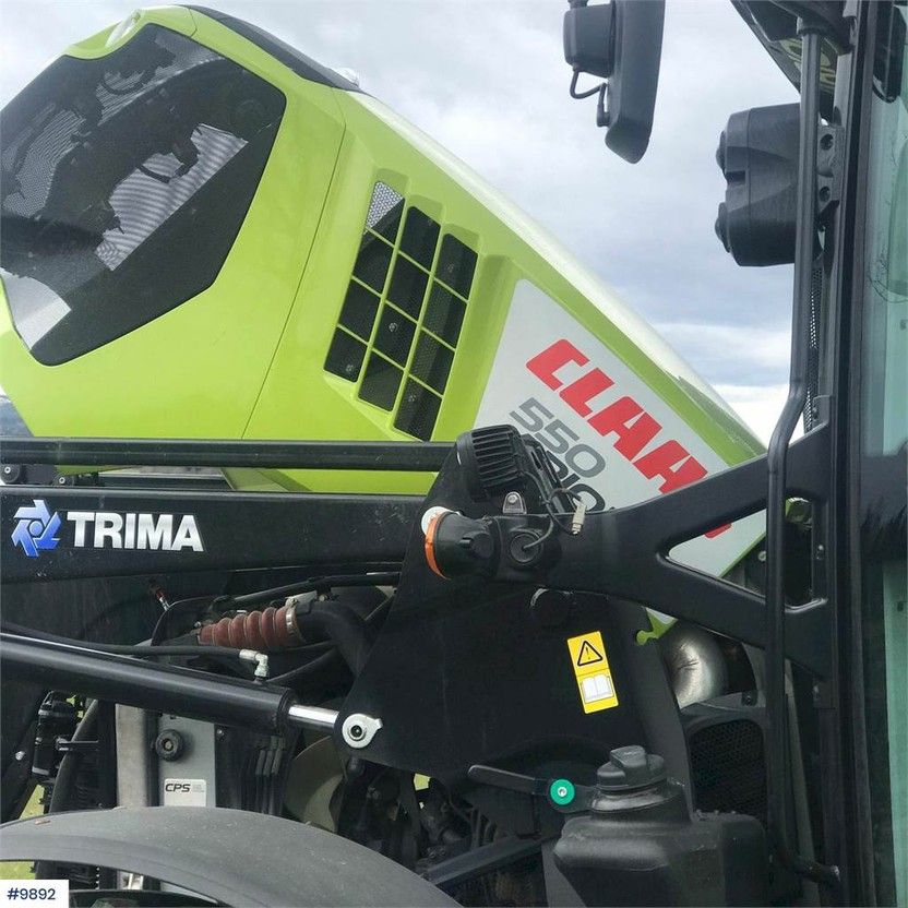 standaard tractor landbouw Claas Arion 4x4 Tractor with front loader 2017