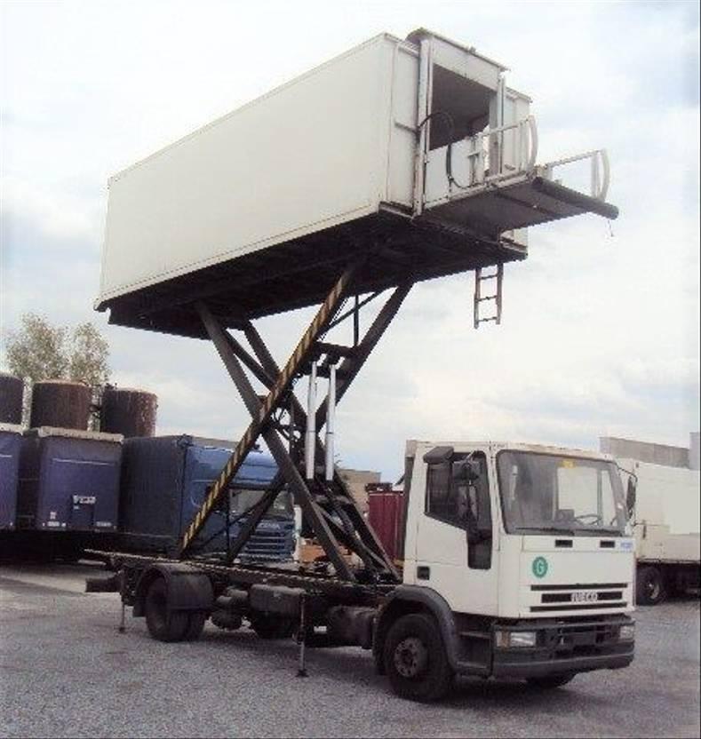 autohoogwerker vrachtwagen Iveco EuroCargo 120 120 E 15 Catering Sky Koffer 6m high Werbung 1996