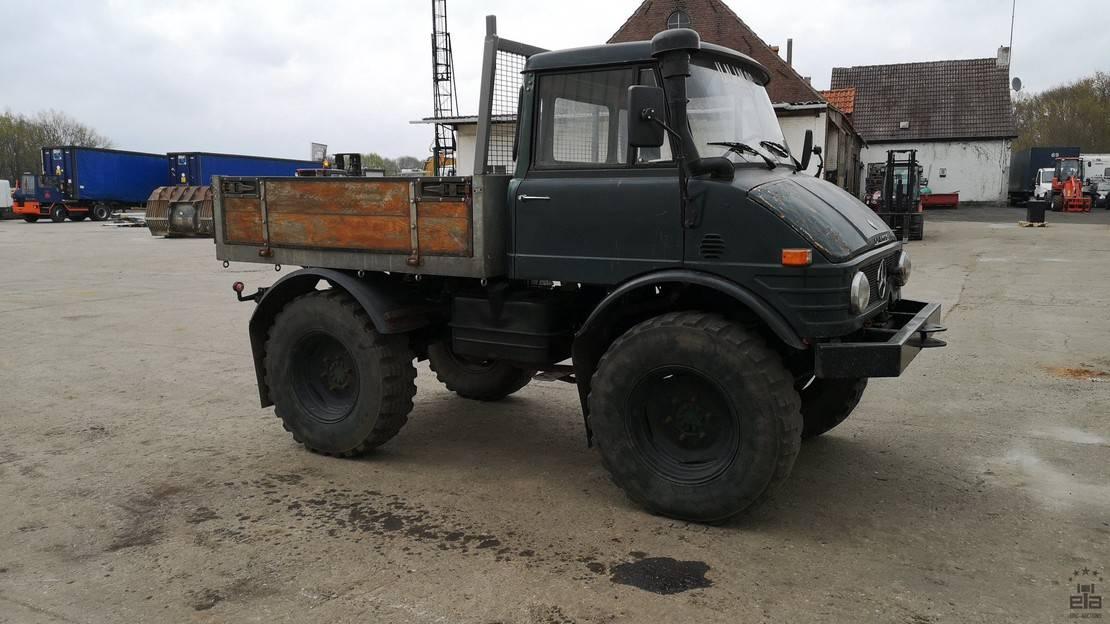 standaard tractor landbouw Mercedes-Benz Unimog 421 1981