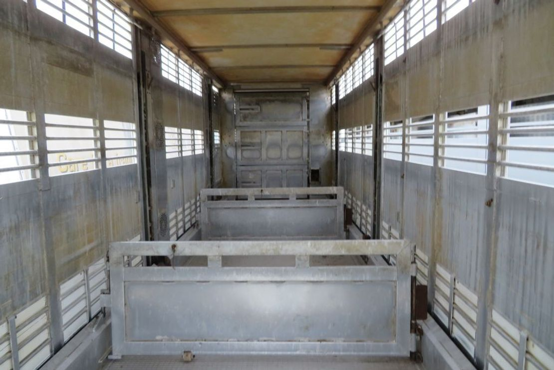 vee oplegger Menke Janssen 3-3 stock/ load moving/ drink/water ( new oill pomp system and new battaries) 2003