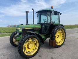 standaard tractor landbouw John Deere 2250 1990
