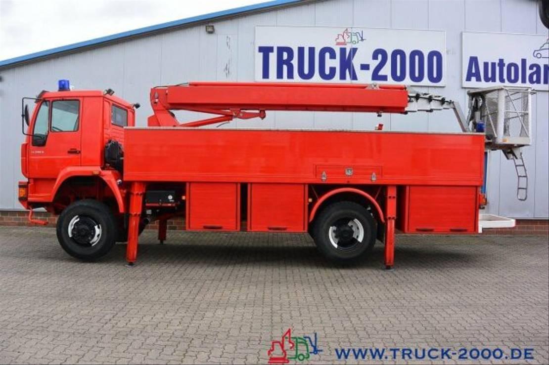 autohoogwerker vrachtwagen MAN 18.280 4x4 25m Höhe Montage-Dach-Solar Reinigung 2004