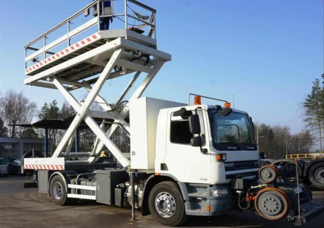 autohoogwerker vrachtwagen DAF CF 75 Rail Platform Schienen TWO WAY EURO 5 2009