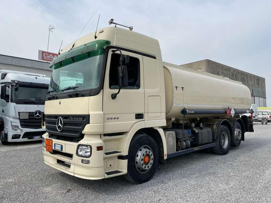 Mercedes-Benz - Actros 2544 ADR 20.800L 1