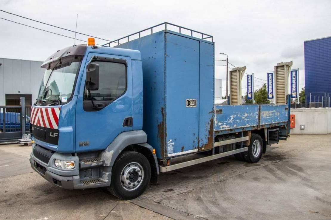 takelwagen-bergingswagen-vrachtwagen DAF LF 55 180 2004