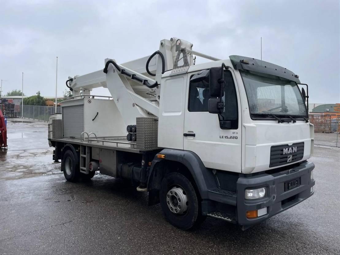 autohoogwerker vrachtwagen MAN 15.225 LC 2003