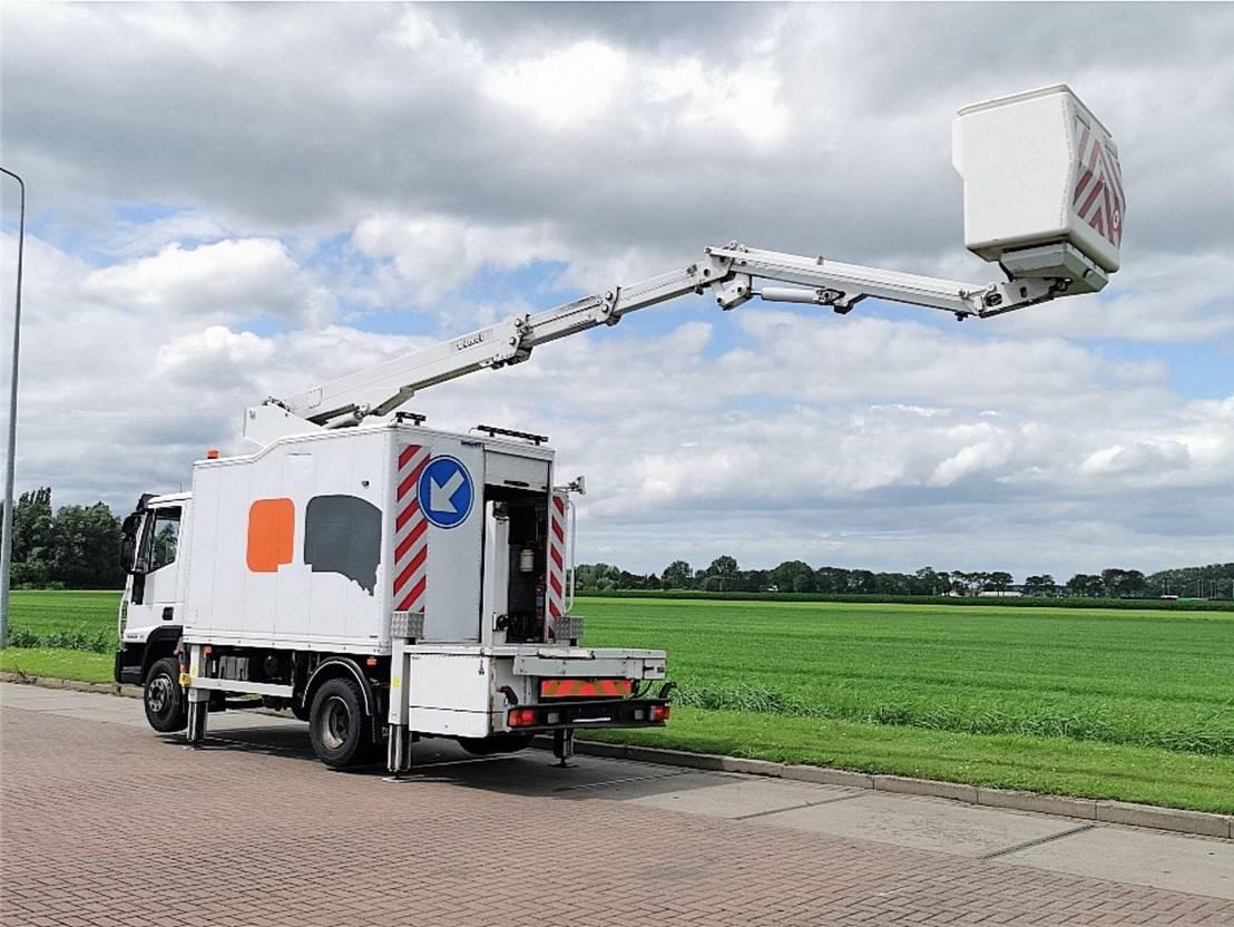 autohoogwerker vrachtwagen Iveco 120E18 hoogwerker 2009
