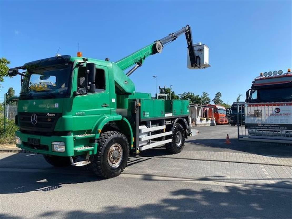 autohoogwerker vrachtwagen Mercedes-Benz Axor 1829 4X4  VERSALIFT - VT-51-NF /17mtr/Euro 5 2008