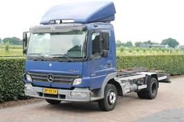 chassis cabine vrachtwagen Mercedes-Benz Atego 818 AIRCO RADSTAND 302 (KIPPER) 2005
